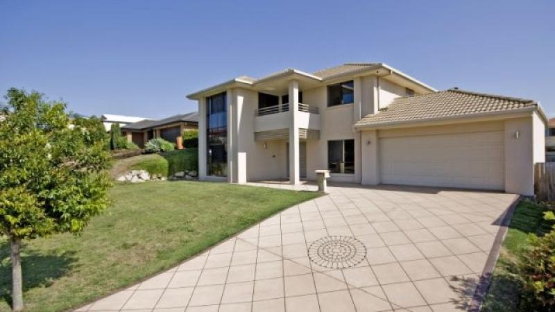 4 vaucluse place mansfield qld 4122