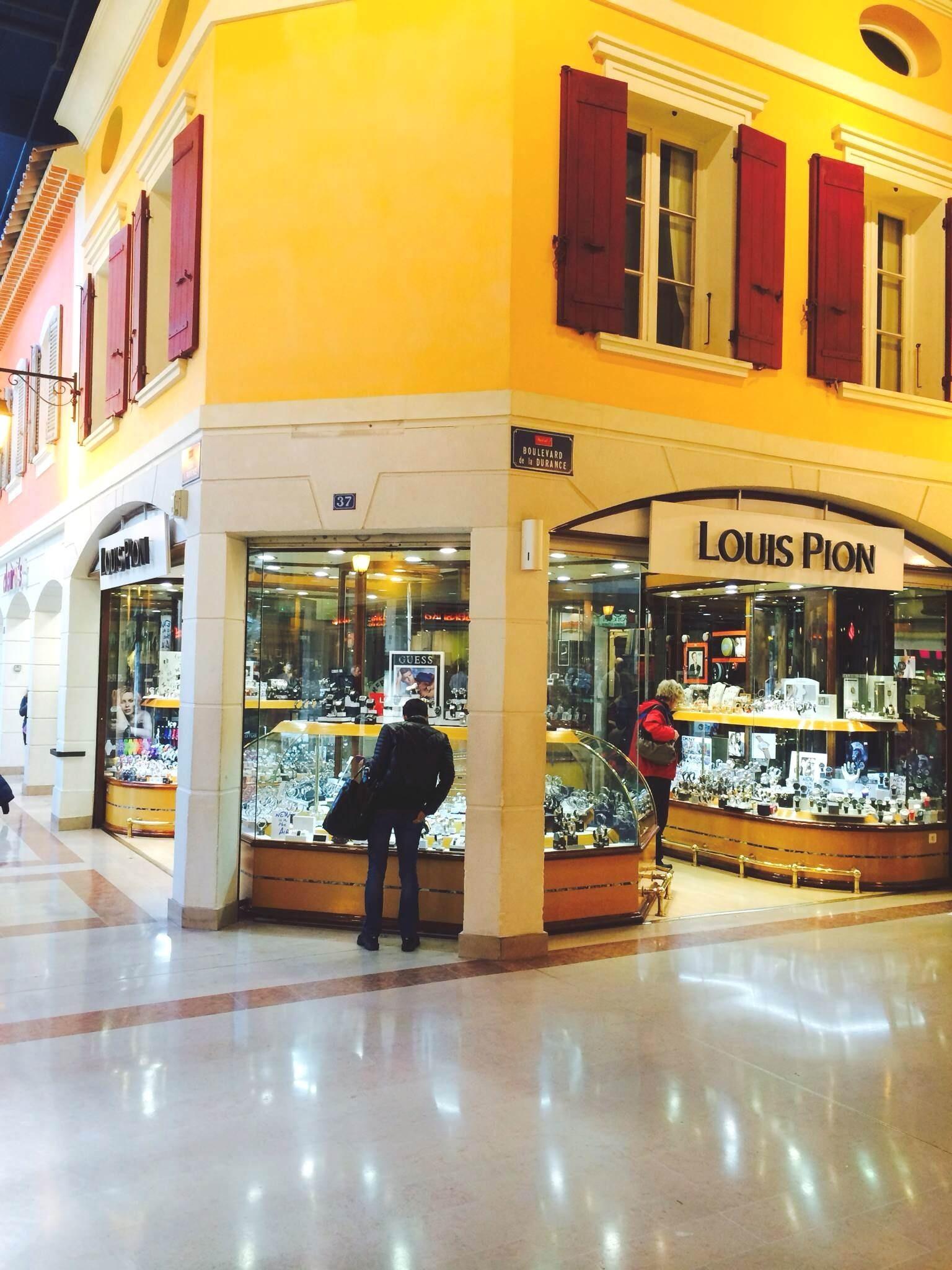 mistral 7 avignon boutiques